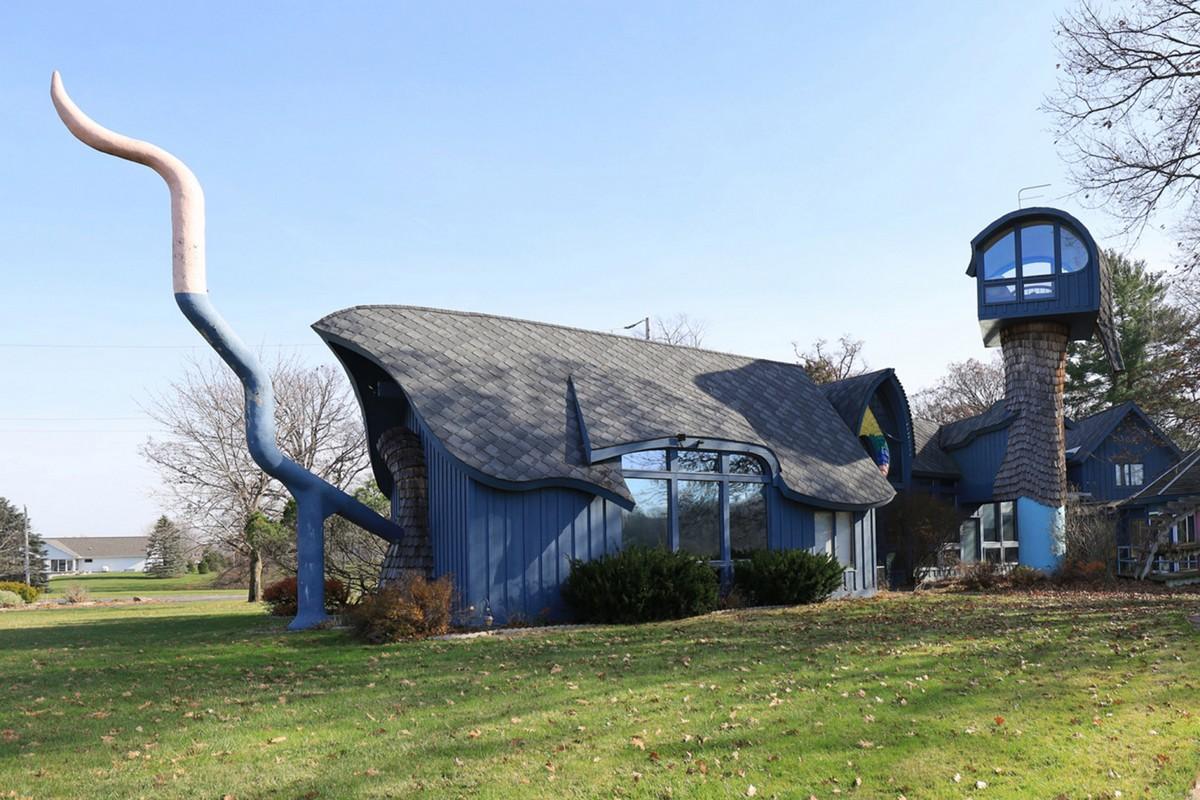 Дом с хвостом и вращающейся башней в штате Мичиган