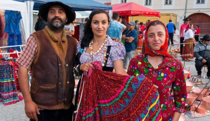 Как в разных странах мира относятся к цыганам?