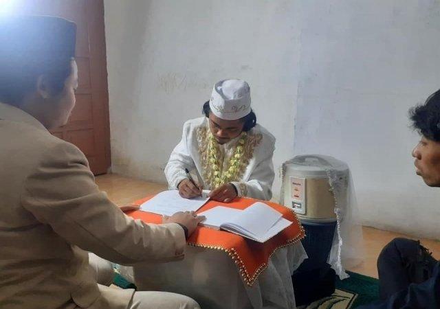 Мужчина из Индонезии заключил брак с той, которая хорошо готовит рис
